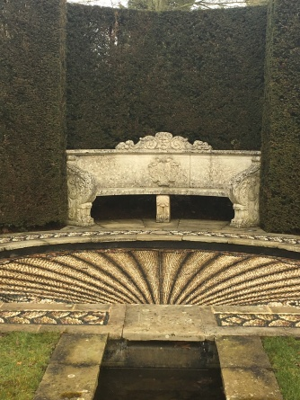 The curved headpool at the top of the rill with mosaic scallop