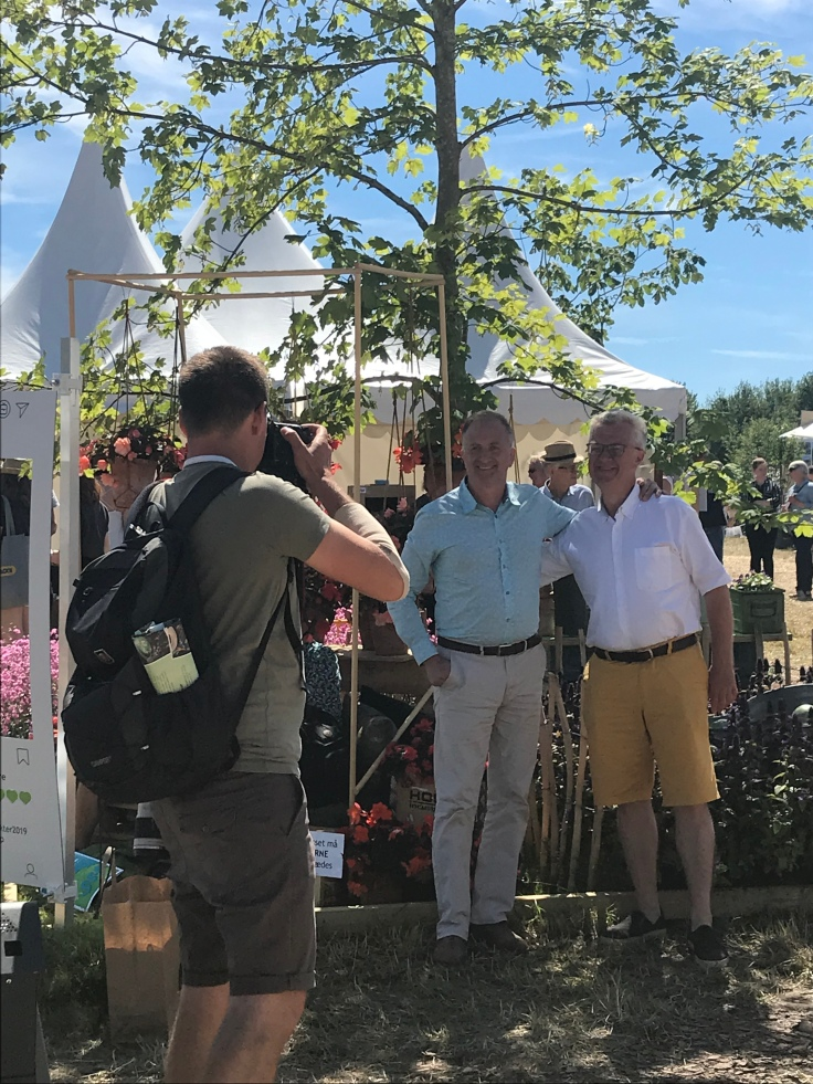 Clive Nichols and Claus Dalby being photographed at the CPH garden show